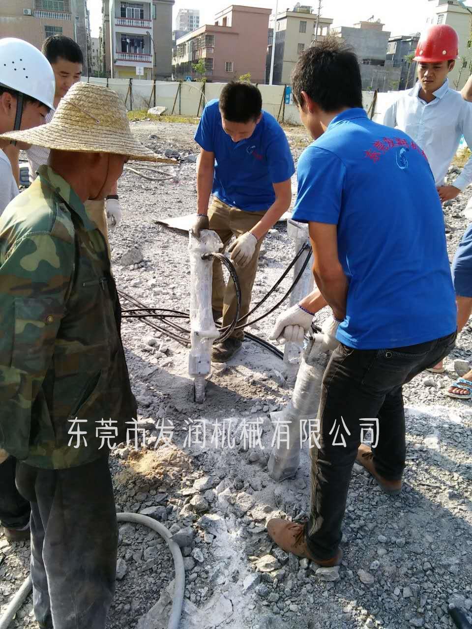 推薦:臨夏大型液壓裂石機  地基開挖巖石設備