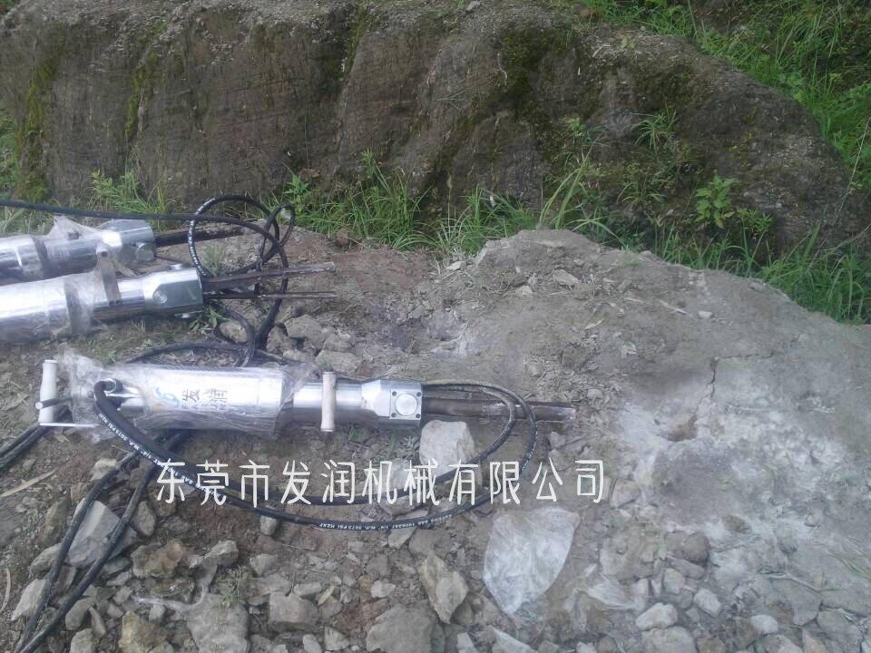 推薦:佳木斯 液壓巖石開裂機 開山破石頭專用設備