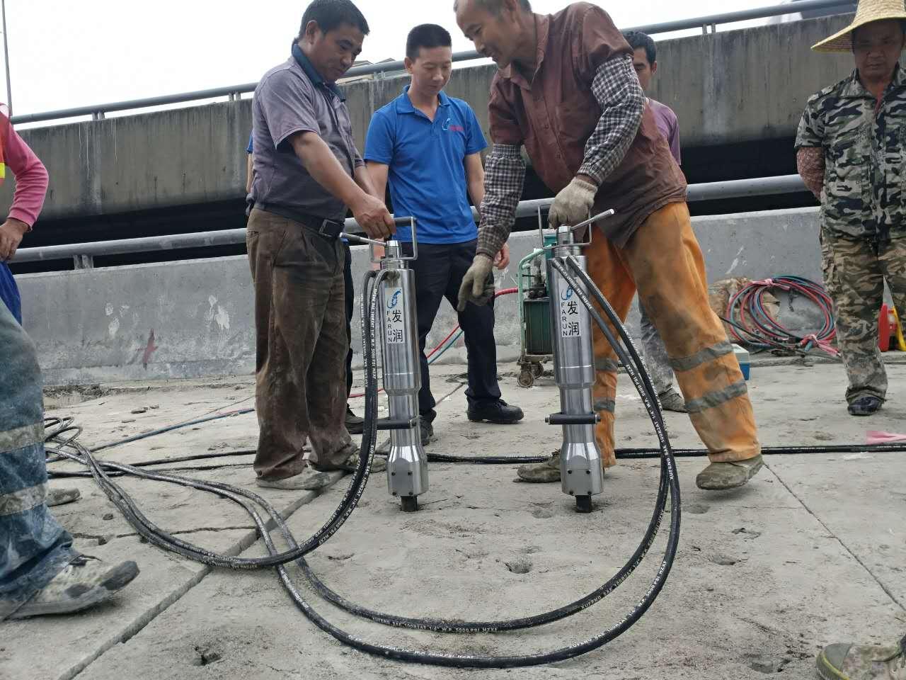 推薦:朔州 挖掘機載劈裂機 土石方挖石頭新設備